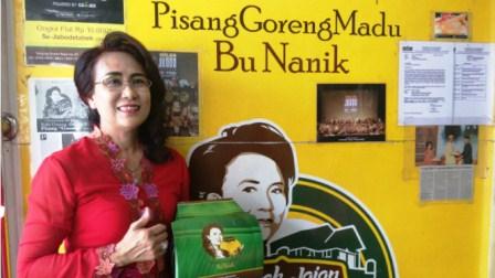 Nanik Soelaswati, pemilik outlet pisang goreng madu